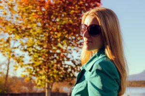 La moda atrae a hombre y mujeres y se puede ahorrar usando cupones de descuento
