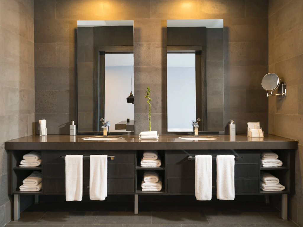 Cómo-lograr-que-el-baño-luzca-de-lujo-gracias-a-los-espejos